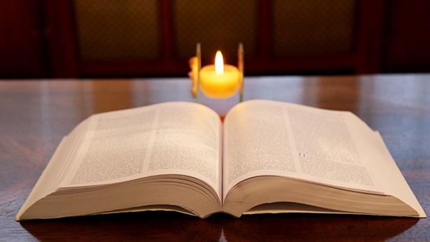 3. A Bíblia foi compilada pelo homem, não por Deus; a Bíblia não pode representar Deus.