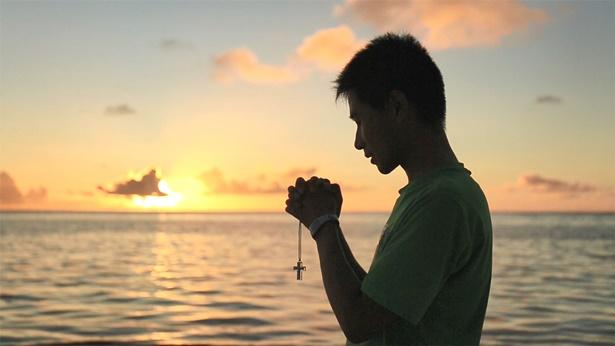 27. Nós acreditamos que, quando foi pregado na cruz, o Senhor suportou e perdoou nossos pecados. Portanto, já fomos distinguidos como santos e não somos mais do pecado, e não temos que aceitar a obra de juízo e purificação de Deus dos últimos dias. Por que é errado dizer isso?