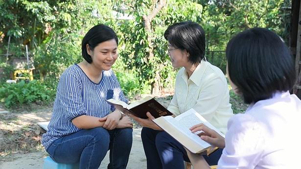 54. Há muitas pessoas que acreditam que, apesar de a Bíblia ser escrita pelo homem, todas as palavras provêm do Espírito Santo e são as palavras de Deus. Isso está correto?