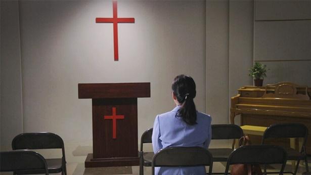15. Por que as igrejas são capazes de regredir em religião?