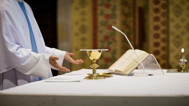 14. O que é envolver-se em cerimônia religiosa?